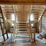 Изготовление деревянных лестниц в Новосибирске «Гусь Деревянный»